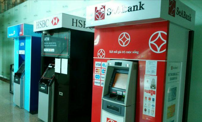 ダナン空港ATM左側