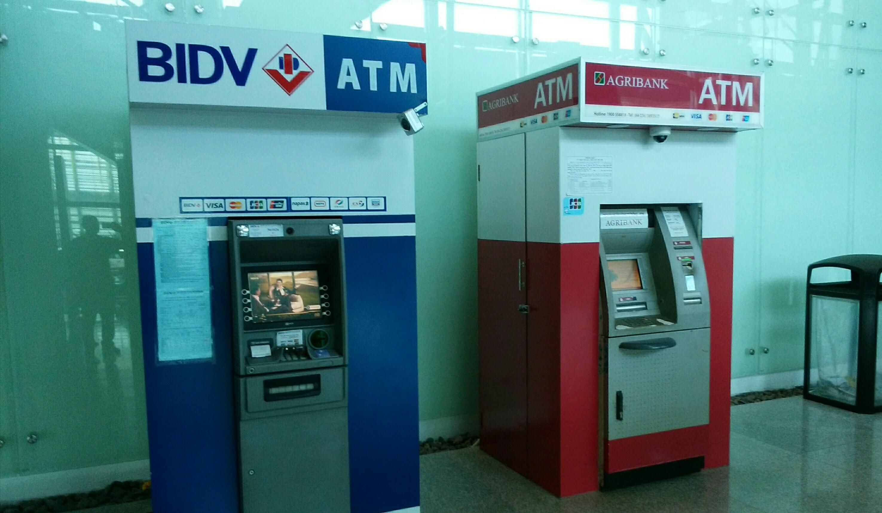 ダナン空港ATM右側