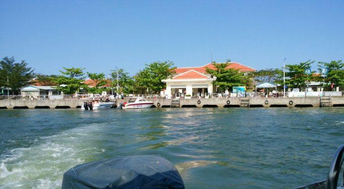 チャム島へ向け出発
