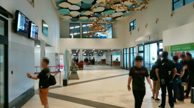 空港到着ロビー