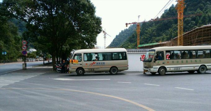 2台のバス